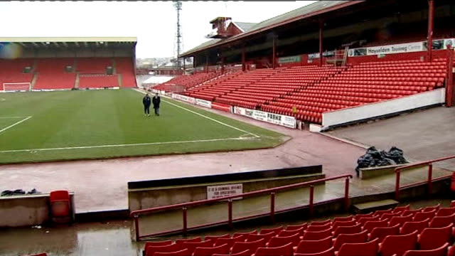 Barnsley dare to dream Oakwell EXT Reporter along on pitch with Simon Davey Oakwell pitch and stadium Simon Davey interview SOT Barnsley EXT Dickie...