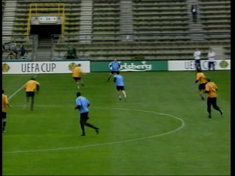 Liverpool beat Alaves in final Liverpool players training in stadium PAN Micahel Owen training
