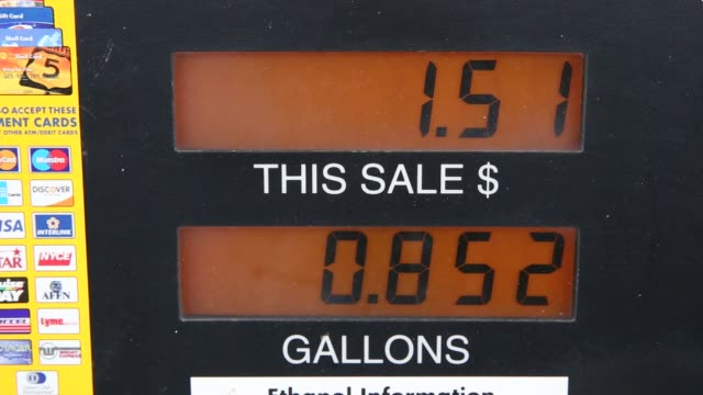 Customers fill up their cars at a Shell gas station in Chillicothe Illinois US on Friday Dec 11 2015 Videographer Daniel Acker Bloomberg Shots Close...