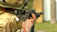 Cutbacks in army spending hits 17 army units T08111007 / 8112010 British soldiers from the Argyll and Sutherland Highlanders 5th Battalion The Royal...