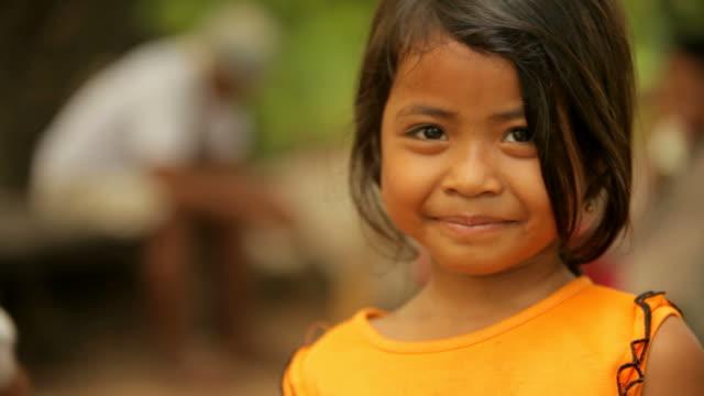 Süßes Mädchen aus Kambodscha Lächeln Fröhlich