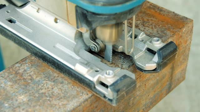 Cutting metal arbetsstycket, närbild