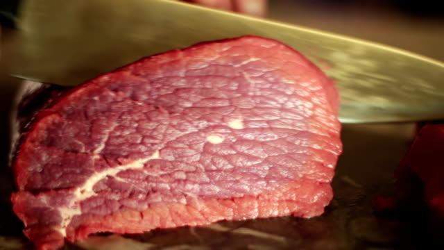 Cutting sirloin beef