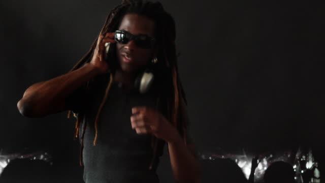 DJ und Tanzfläche