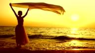 Danza con velo al tramonto