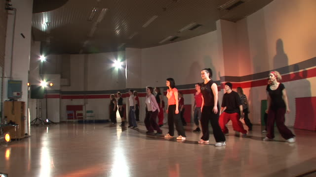 HD: Dancing Group