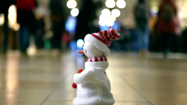 Snowman dansen in stad