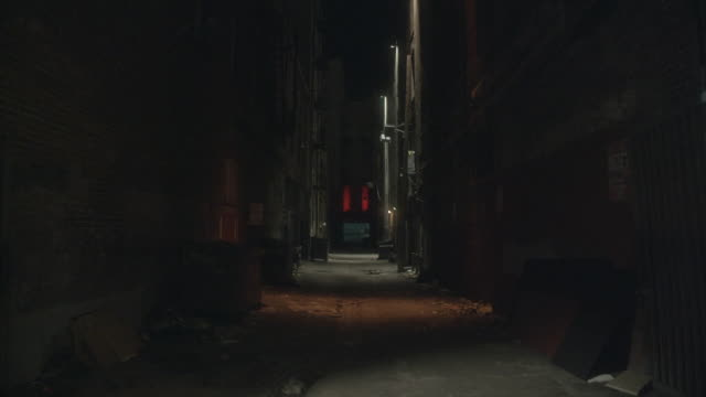 WS Dark, empty alley in city / California, United States