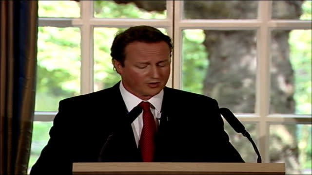 David Cameron speech on Islamic terrorism threat in the UK PAN to Cameron taking question from journalist SOT Don't think there is an argument for ID...