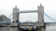 Dawn auf der Tower Bridge, London