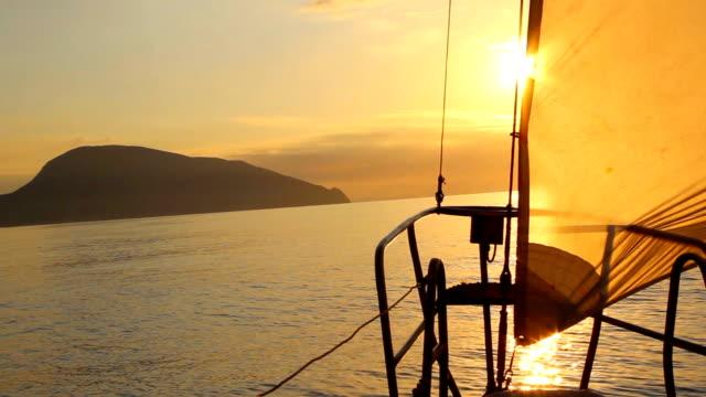 Morgendämmerung auf einer yacht