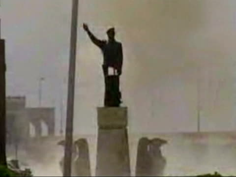 Day 22 Evening news bulletin EVENING NEWS U'LAY Statues falling IRAQ Baghdad EXT LMS Statue of Saddam Hussein blown up Kirkuk LMS Statue of Saddam...