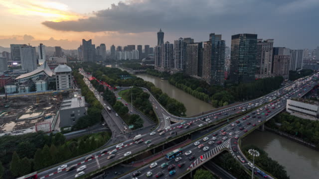 Day to Dusk 4K Time-lapse:Hangzhou cityscape along the Grand Canal at dusk,China