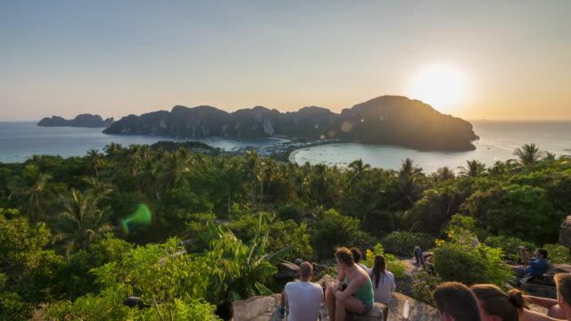Dag nacht van Phi Phi Island gezichtspunt