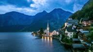 4 K Tag zur Nacht Zeitraffer: Hallstatt Village Stadt lake Österreich