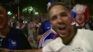 De Paris a Marsella los aficionados de los Bleus celebraron el jueves por todo lo alto la victoria de la seleccion francesa ante Alemania en las...