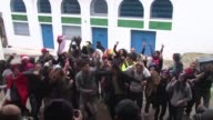 Decenas de jovenes bailaron este viernes el Harlem Shake en Tunez VOICED Harlem Shake en el mundo arabe on March 01 2013 in Tunis Tunisia