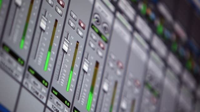 Decibels go up in software sound mixing