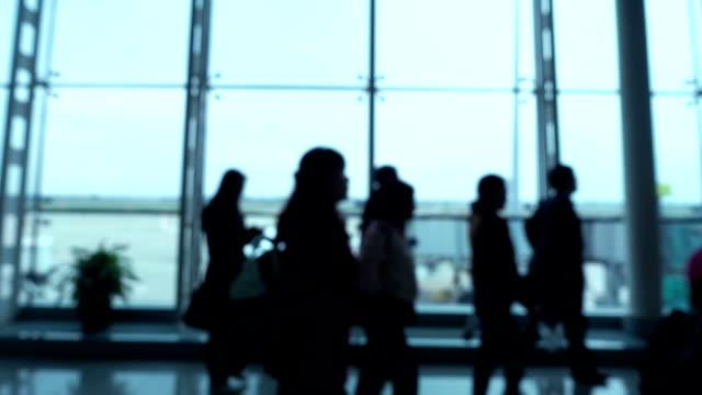 Defokussierten Passanten in Flughafen