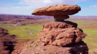 MS 360 degree view of Mexican Hat rock formation