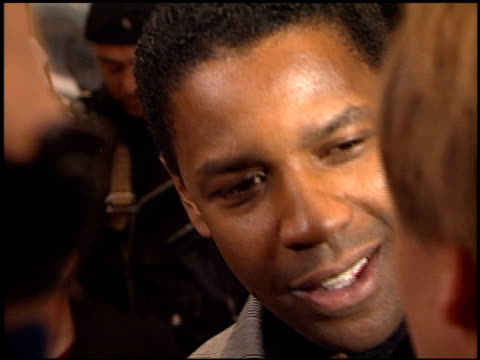 Denzel Washington at the Premiere of 'The Hurricane' at the Mann Village Theatre in Westwood California on December 14 1999