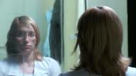 DOLLY HD: Ein deprimierter Frau