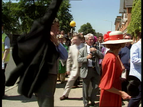 Derek Nimmo Critically Ill LIB Ascot EXT Nimmo arriving for Royal Ascot race meeting and putting on tails and top hat