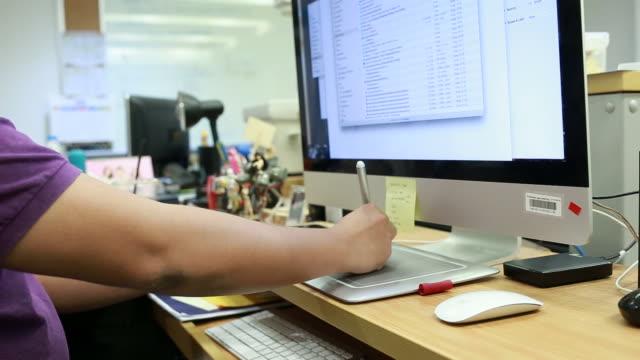 Ontwerpers werken met grafisch Tablet