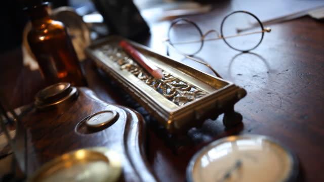 Scrivania, mano Scrivere una lettera al vintage ufficio DE BS