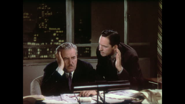 Determined repoter (Fredric March) convinces resigned editor (Walter Connolly) to give him a news story