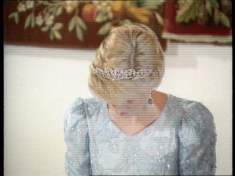 Part 5 120172 Banquet at Government House during New Zealand tour NEW ZEALAND Wellington Diana in pale blue evening dress and tiara