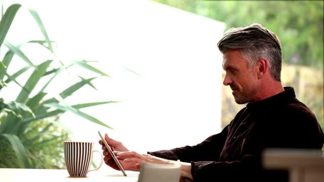Digitale tablet Mann.