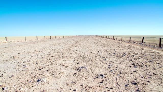 WS DS Strada in terra battuta su Panoramica dell'Etosha