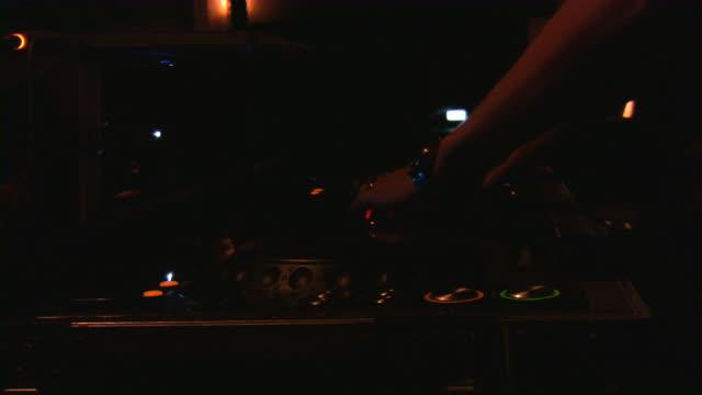Radiomoderator (Moderator), party DJ, Plattenspieler