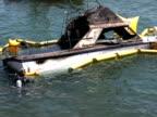 Taucher, die in den Boden eingelassenen Boot-Aufnahme News Style, Handhelds