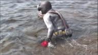 Diving into the sea/ Close shot