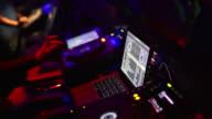 HD DJ al lavoro in primo piano