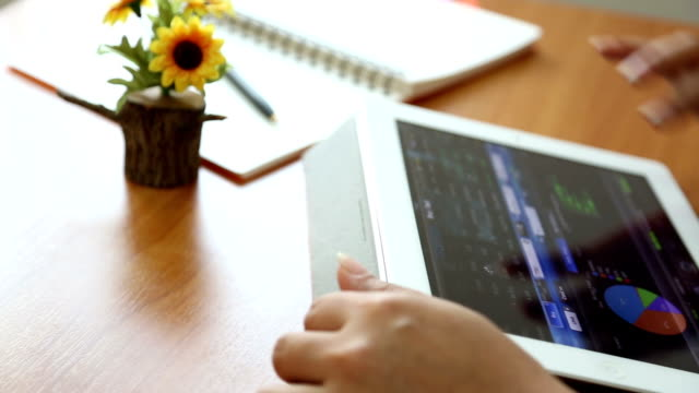 Dolly: Businesswoman using Tablet analysis