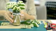 dolly: flowist ruotare organizzato bianco piccoli fiori