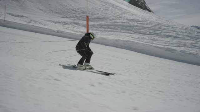 Dolly of lone skier skiing parallel to the camera.