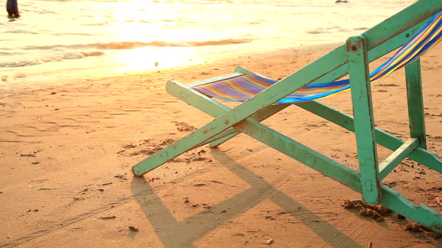 HD Dolly:bench on the beach