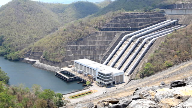 HD Dolly:Power plant, water from dam