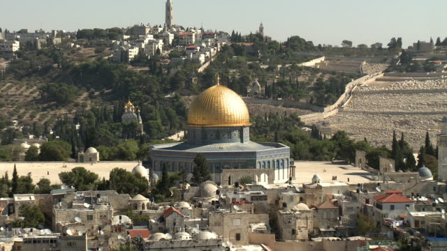 ZO WS HA Dome of the Rock on Temple Mount and Muslim Quarter in Old City of Jerusalem / Israel