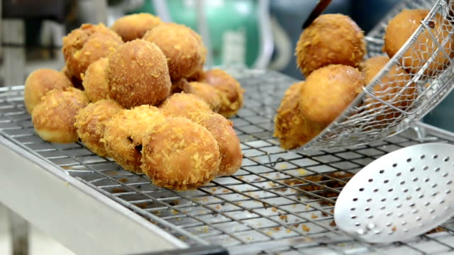 donuts fried