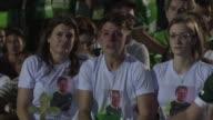 Dos dias despues del tragico accidente aereo que dejo 71 muertos en su mayoria miembros del equipo de futbol brasileno Chapecoense los seguidores del...
