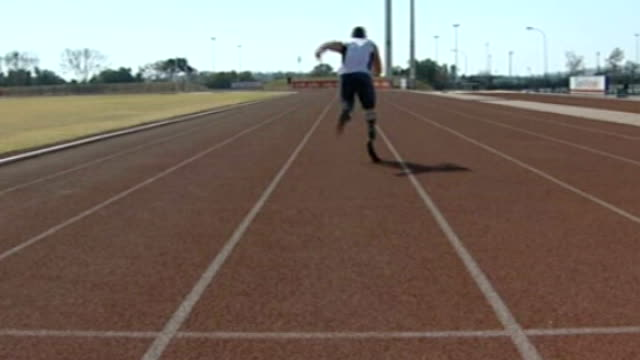 Double amputee Ellie Challis learns to walk using carbonfibre blades T21060745 Pretoria EXT South African Oscar Pistorius on athletics track
