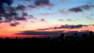 Dramatische eenmaal in een mensenleven zonsopgang van nacht naar dag Austin Texas Downtown Skyline stadsgezicht met City Lights als zon stijgt Over the City