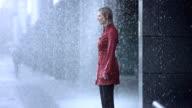 Durchnässt In die schwere Regen (Super Zeitlupe)