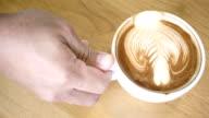Het drinken van koffie 4K.