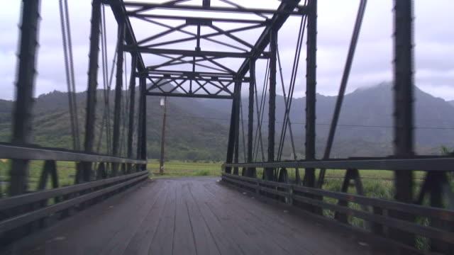 (HD1080i) guidano nel paese Bridge